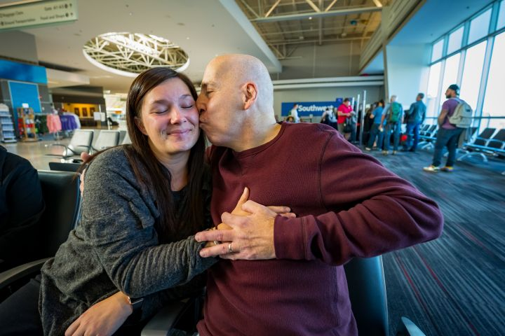 Transplant Recipient Meets Donor's Daughter at MacArthur Airport